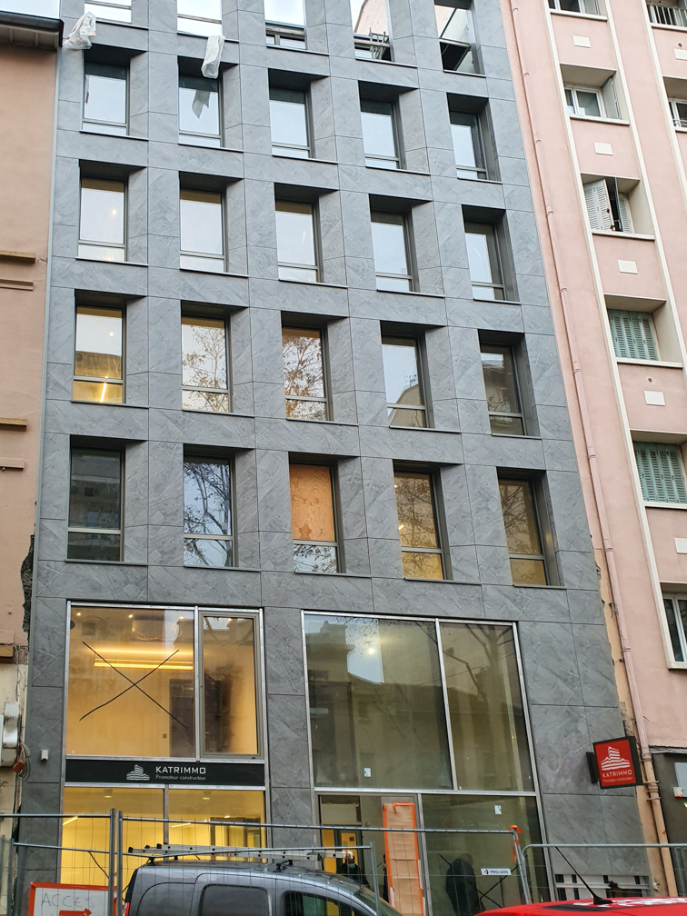 Katalyse-coworking Montchat façade fin travaux